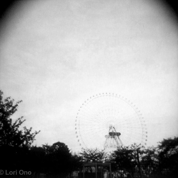 lori-ono-amusement-minatomirai-yokohama-polaroid-holga-ferris-wheel-daytime
